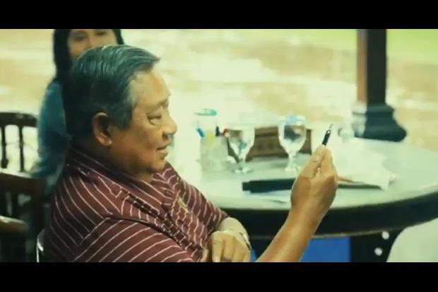 SBY Senyam Senyum Melihat Video AHY Main TikTok