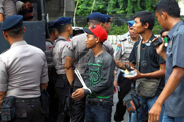 Debt Collector Tagih Utang: Mulai Ancaman Teror hingga Ikat Kaki Kreditur Ditimba Sumur Air