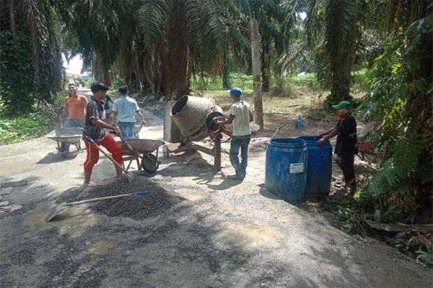 Terkesan Asal-asalan, Proyek Rabat Beton di Kelurahan Lima Puluh