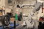 Gunakan Robot, Proses Ganti Ban Cukup 10 Menit