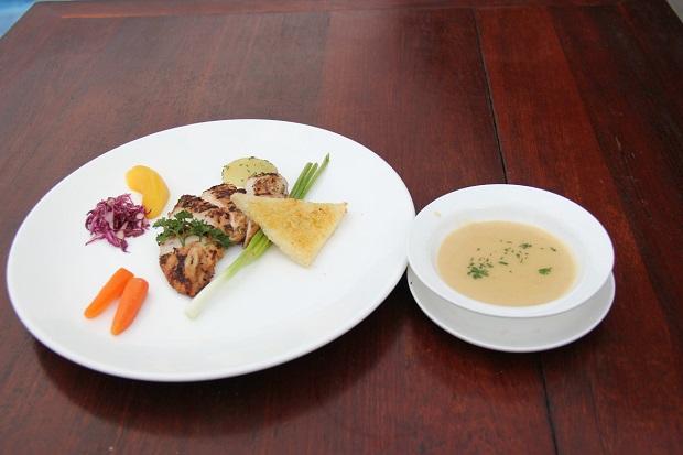 Nikmati Romantic Candle Light Dinner di Singgasana Hotel Surabaya