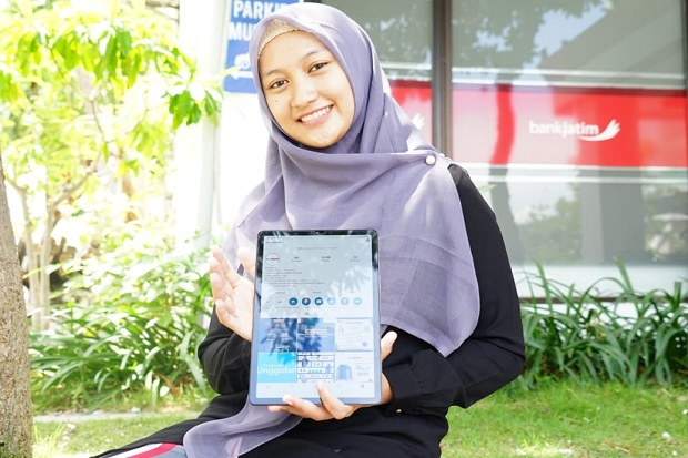 Pastikan Kuliah Lancar, UMSurabaya Bagikan Smartphone pada Mahasiswa Baru