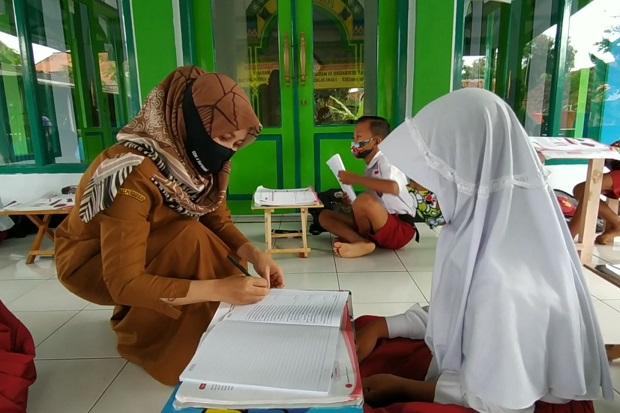 Guru Tak Masuk Formasi CPNS, DPR: Karier Pendidik Jangan Dimatikan