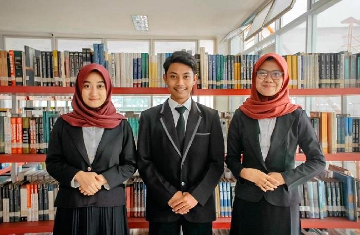 Eliminasi 27 PT, Mahasiswa UIN Bandung Jawara Kompetisi Debat Hukum Nasional