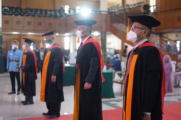 Genjot Kualitas Perguruan Tinggi, UPI Kukuhkan Delapan Guru Besar