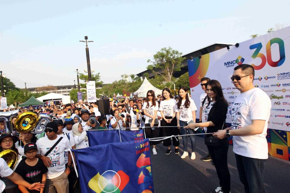 Chairman MNC Group Hary Tanoesoedibjo Melepas Peserta Eco Fun Walk-8