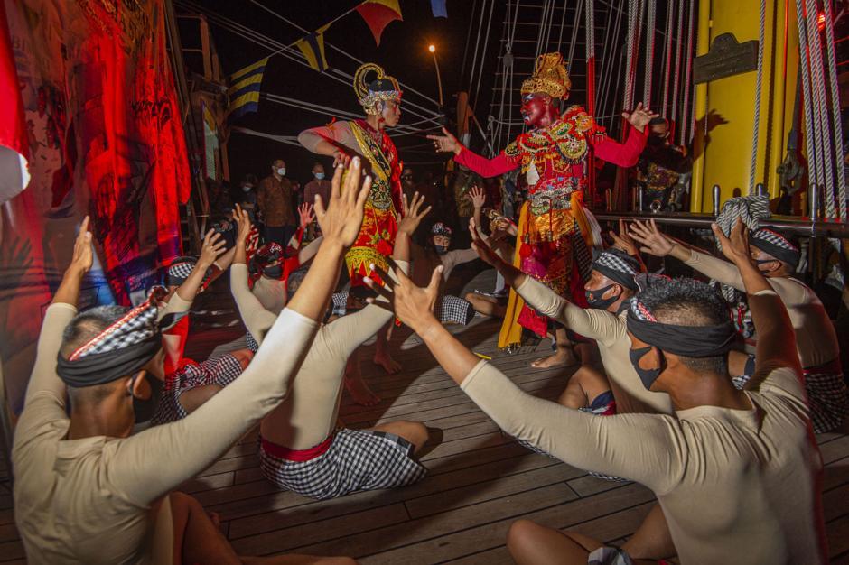 KRI Bima Suci Bersandar di Bintan, Taruna AAL Pentaskan Tarian Tradisional-0