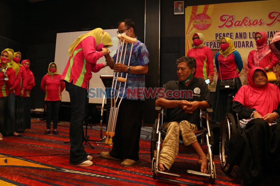Peace And Love Bantu Kursi Roda dan Tongkat Kepada Penyandang Disabilitas-1