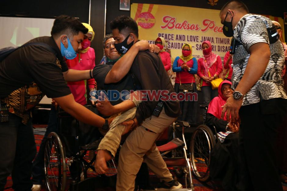 Peace And Love Bantu Kursi Roda dan Tongkat Kepada Penyandang Disabilitas-4