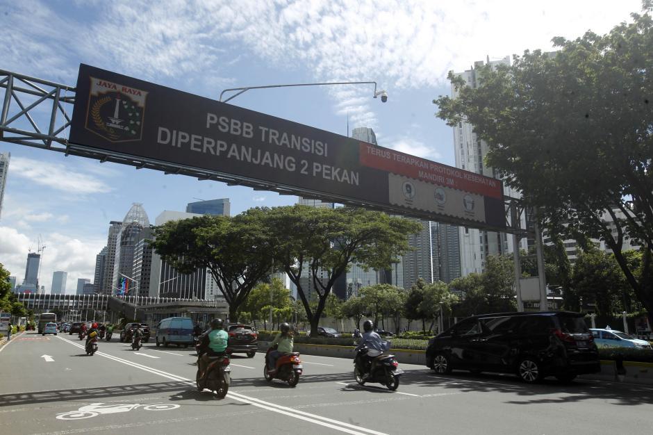 PSBB Transisi Jakarta Diperpanjang, Kebijakan Ganjil Genap Kembali Ditiadakan-4