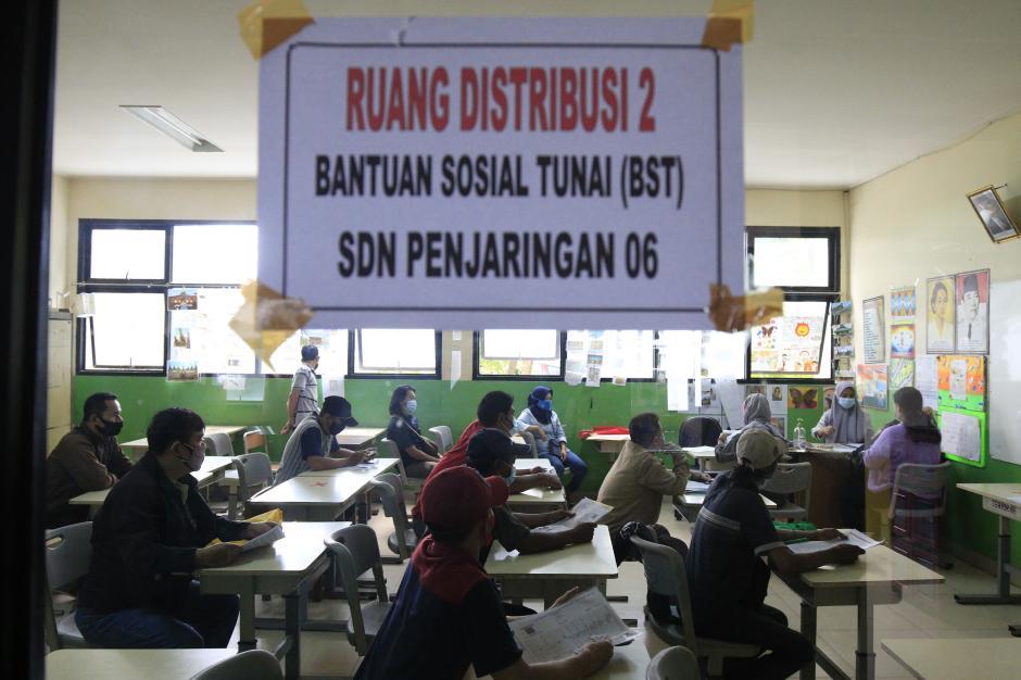 Pemprov DKI Jakarta Salurkan Bantuan Sosial Tunai untuk Warga Penjaringan-3