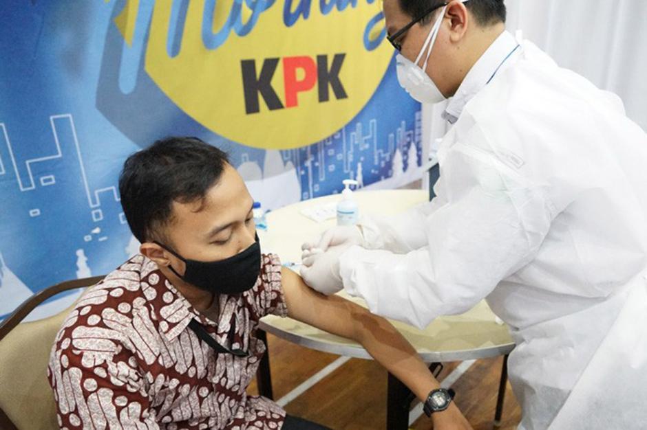 Pegawai, Tahanan Hingga Wartawan Peliput di KPK Divaksin Covid-19-4