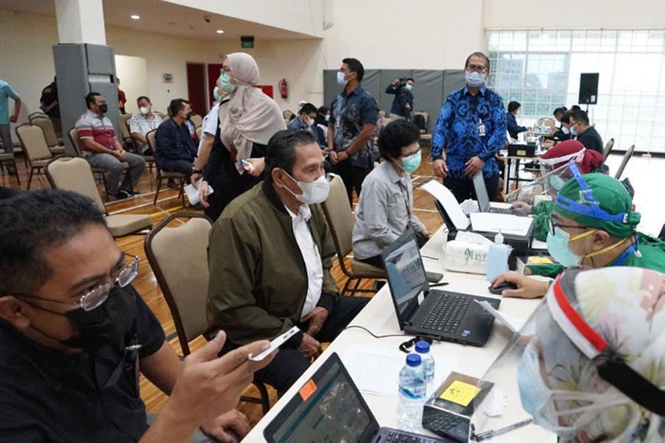 Pegawai, Tahanan Hingga Wartawan Peliput di KPK Divaksin Covid-19-3