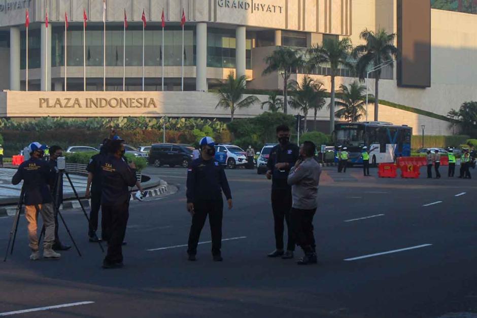 Ditlantas Polda Metro Gelar Olah TKP Mercy Tabrak Pesepeda di Bundaran HI-3