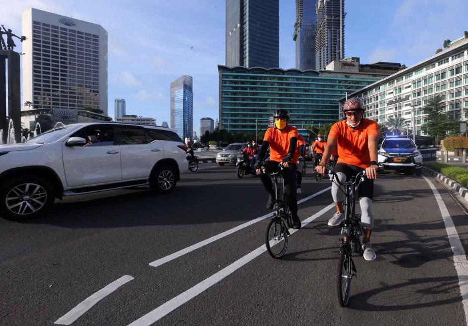 Menteri Sandiaga Uno Gunakan Sepeda Nusantara ke Kantor-4