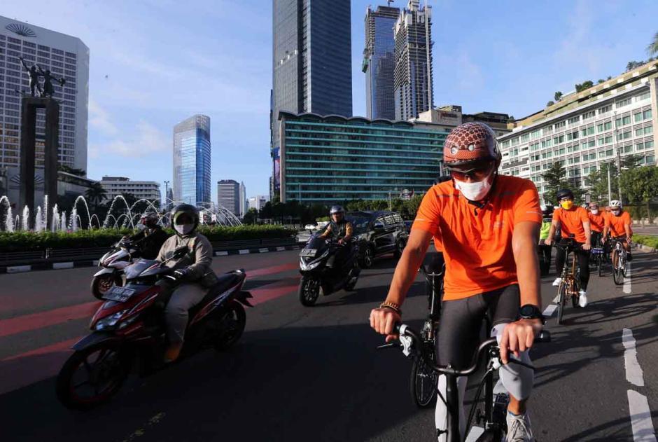 Menteri Sandiaga Uno Gunakan Sepeda Nusantara ke Kantor-1