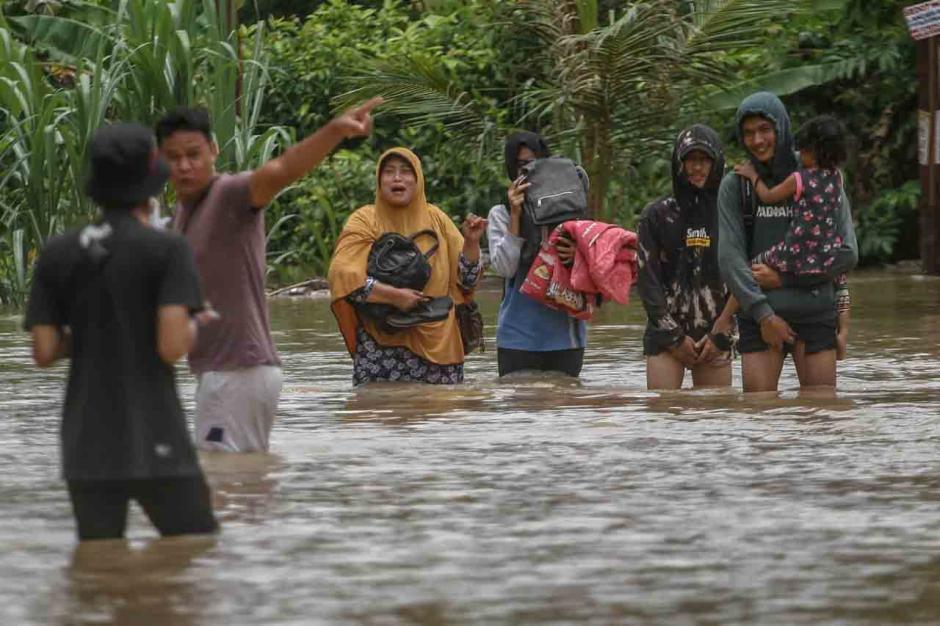 Banjir 1,5 Meter Rendam Perumahan Graha Fauzan Asri di Pekanbaru-2