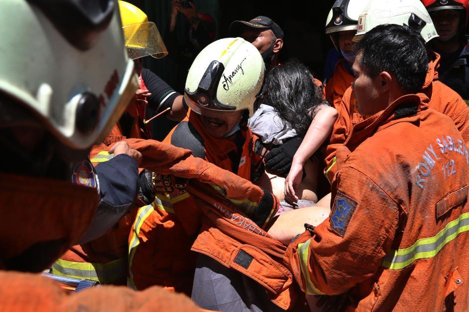 Kebakaran Ruko di Genteng Besar Surabaya, 1 Tewas dan 3 Orang Terjebak Berhasil Selamat-1