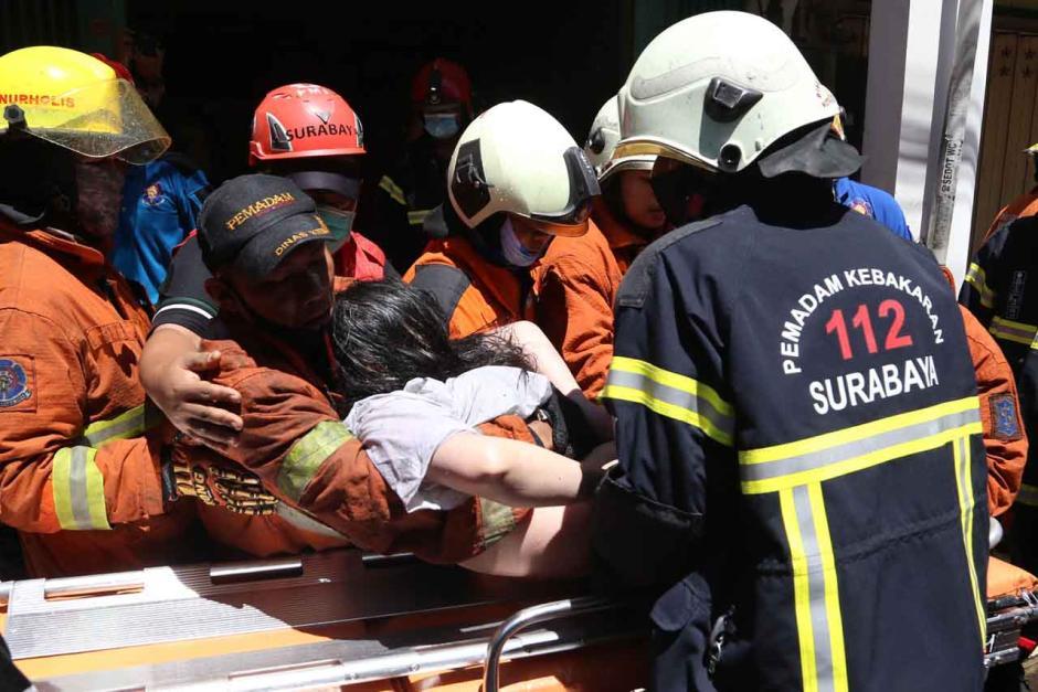 Kebakaran Ruko di Genteng Besar Surabaya, 1 Tewas dan 3 Orang Terjebak Berhasil Selamat-6