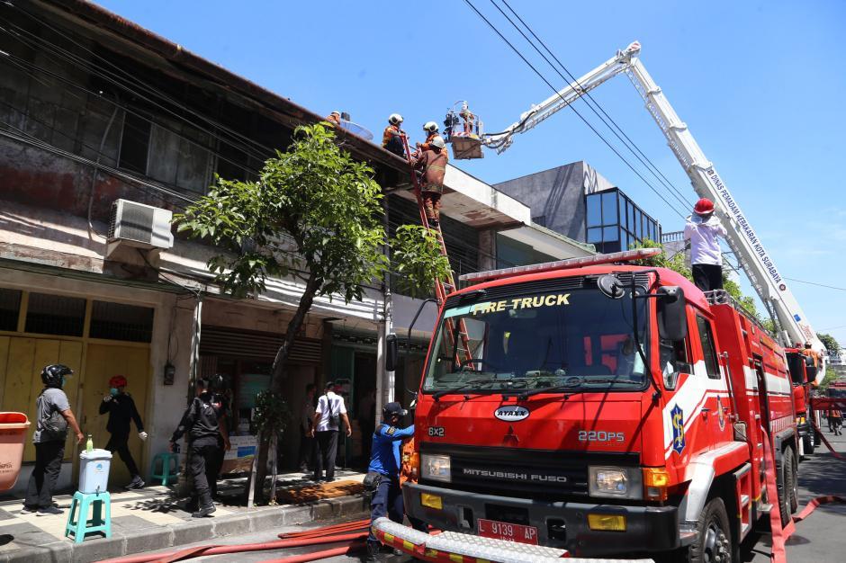 Kebakaran Ruko di Genteng Besar Surabaya, 1 Tewas dan 3 Orang Terjebak Berhasil Selamat-5