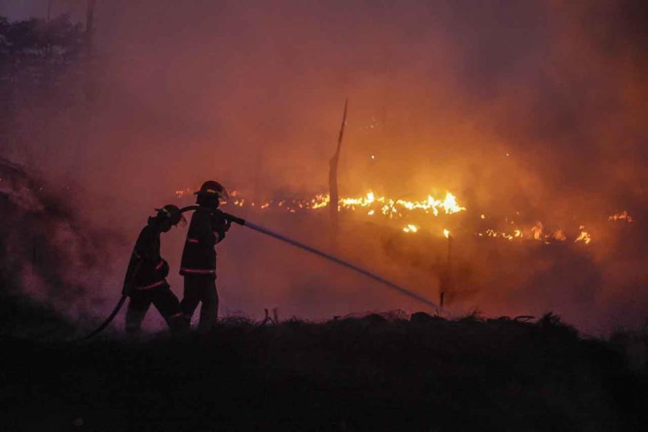Masuk Hari Keempat, Api di Lokasi Kebakaran Lapak Ban Bekas Belum Juga Padam-3