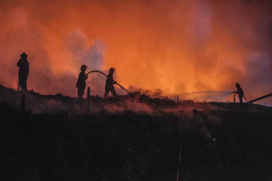 Masuk Hari Keempat, Api di Lokasi Kebakaran Lapak Ban Bekas Belum Juga Padam-0