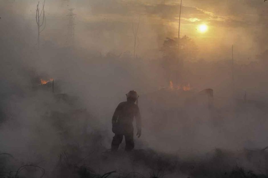 Masuk Hari Keempat, Api di Lokasi Kebakaran Lapak Ban Bekas Belum Juga Padam-1