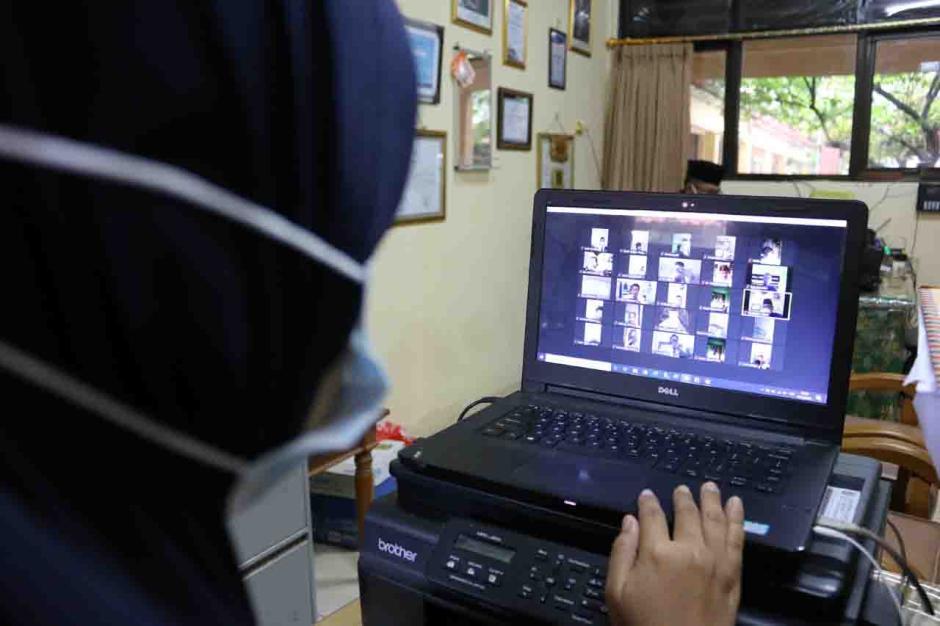 Siswa SD di Pulau Panggang Jalani Ujian Sekolah Secara Online-1