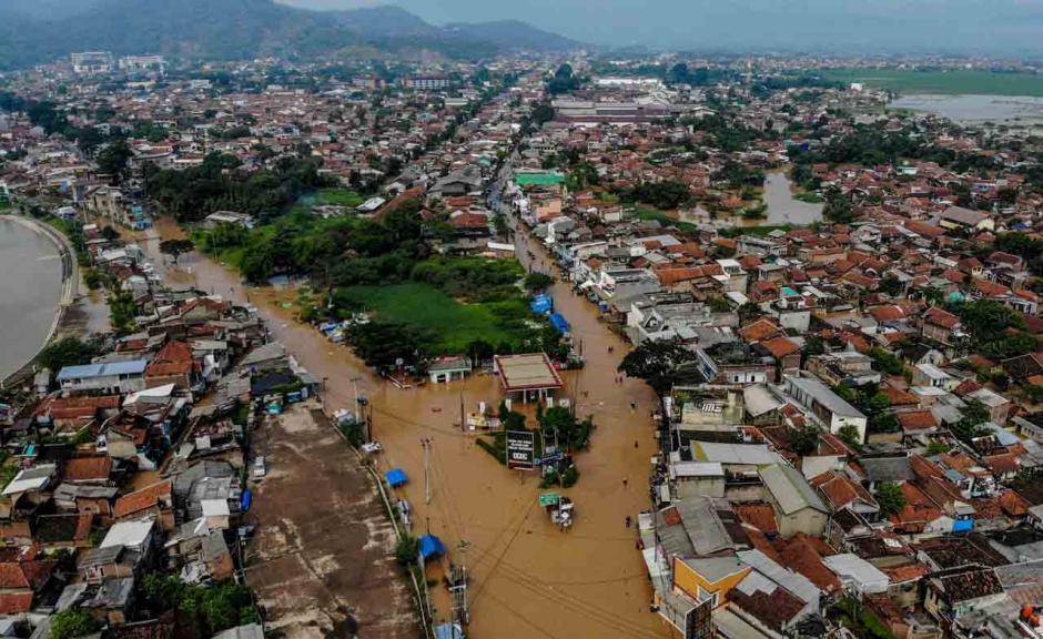 Penampakan dari Udara Banjir Setinggi 2 Meter Rendam Empat Kecamatan di Kabupaten Bandung-3
