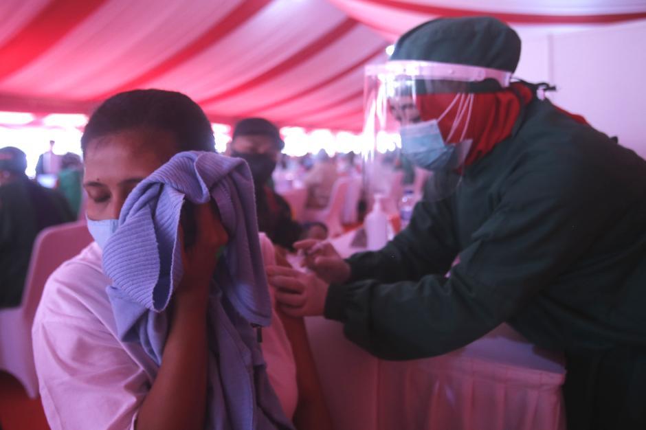 Vaksinasi Massal di Lapangan Bhayangkara Targetkan 5.000 Orang-0