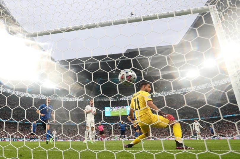 Final Piala Eropa 2020: Luke Shaw Cetak Gol di Menit Kedua-4