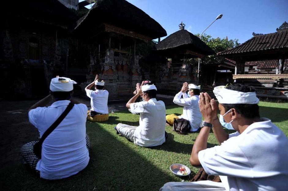 Umat Hindu di Bali Gelar Serentak Ritual Memohon Hilangnya Pandemi Covid-19-1