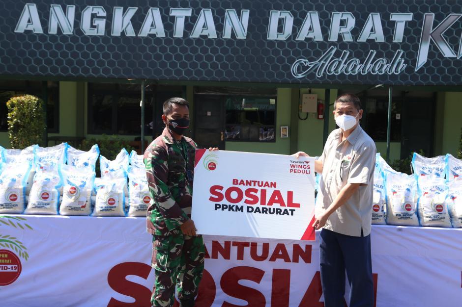 Yayasan Wings Peduli Serahkan Bantuan Logistik Kepada Jajaran Korem di Jawa Timur-3