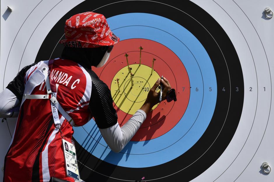 Aksi Pemanah Dianada Choirunisadi di Kualifikasi Perorangan Putri Olimpiade Tokyo 2020-4