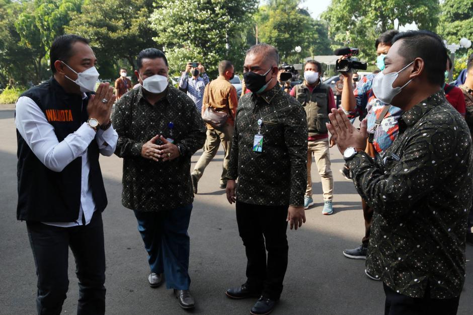 BPJamsostek Serahkan Ratusan Ribu Masker dan Multivitamin ke Pemkot Surabaya-5