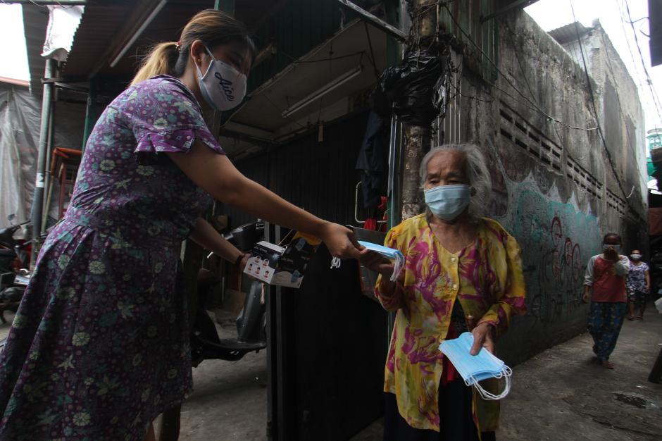 KSP-AICE Distribusikan Masker Medis ke Warga Kemayoran-2