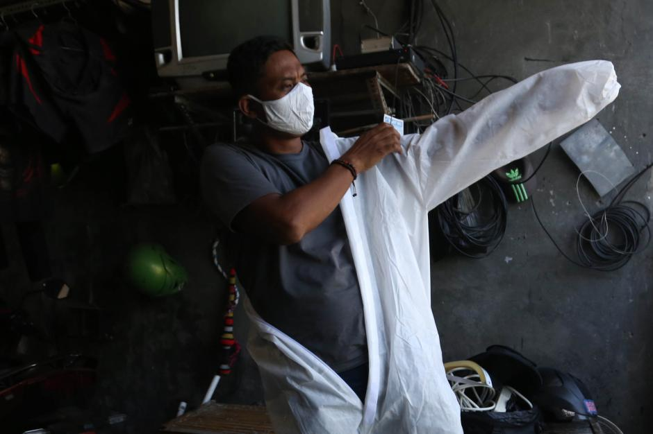 Klaster Covid-19 Keluarga di Surabaya Meningkat, Jurnalis Ini Berikan Layanan Fogging Disinfektan Gratis-0