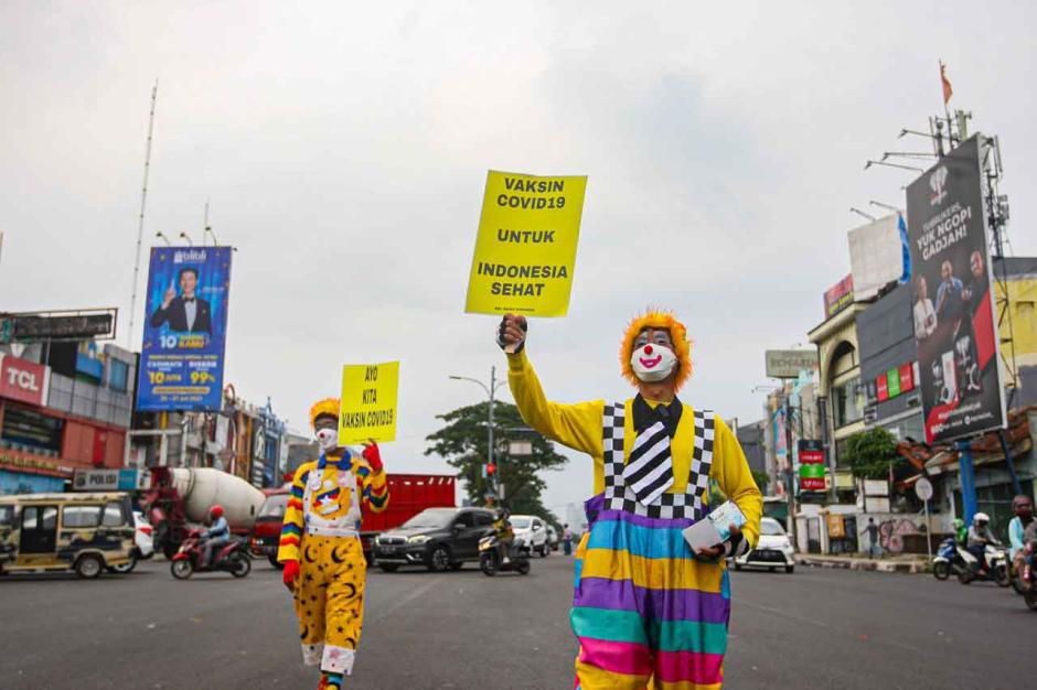 Aksi Badut Turun ke Jalan Ajak Masyarakat Patuhi Protokol Kesehatan-5