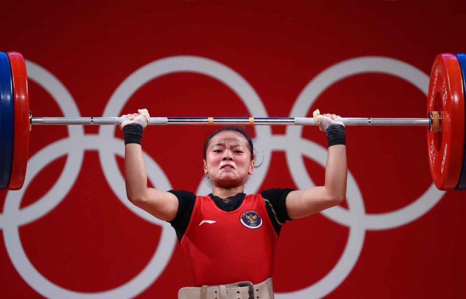 Sumbang Medali Pertama, Begini Potret Perjuangan Atlet Angkat Besi Indonesia Windy Cantika Saat Berlaga di Olimpiade Tokyo 2020-1