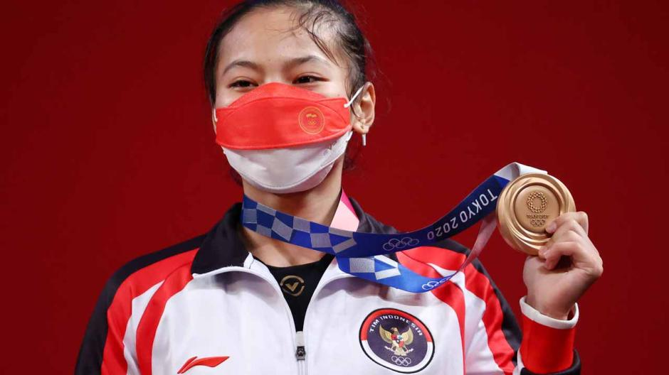 Sumbang Medali Pertama, Begini Potret Perjuangan Atlet Angkat Besi Indonesia Windy Cantika Saat Berlaga di Olimpiade Tokyo 2020-4