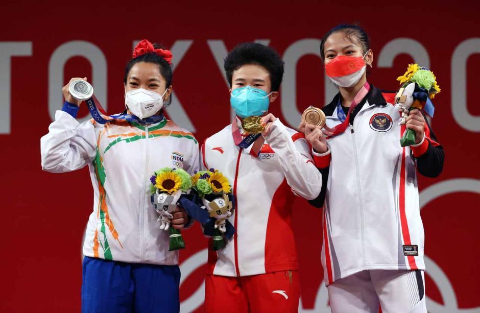 Sumbang Medali Pertama, Begini Potret Perjuangan Atlet Angkat Besi Indonesia Windy Cantika Saat Berlaga di Olimpiade Tokyo 2020-3
