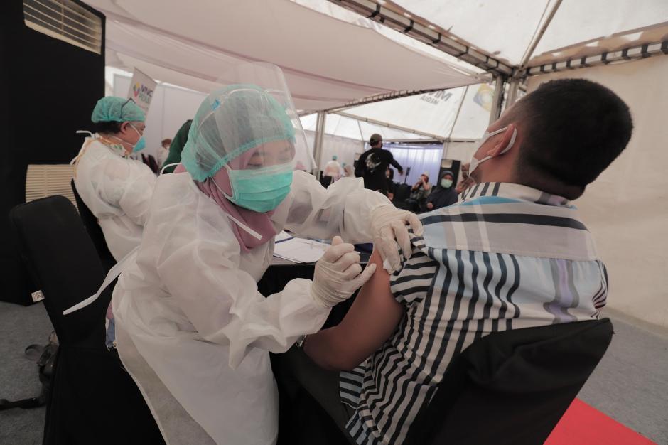 Vaksinasi Covid-19 di Sentra Vaksinasi MNC Center Kebon Jeruk-6