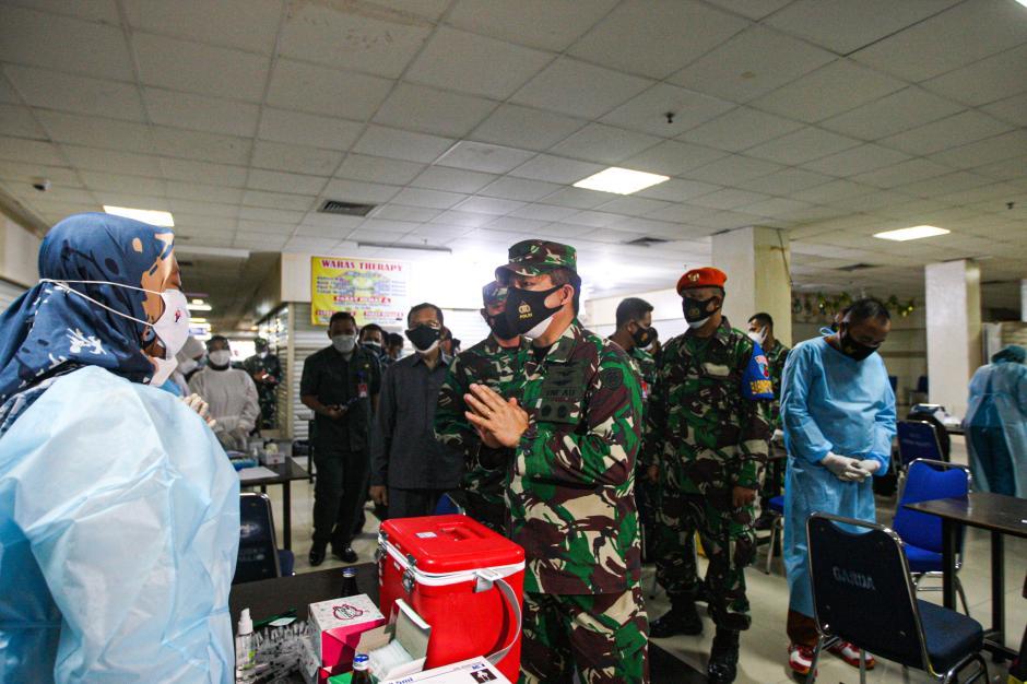 Percepat Herd Immunity, TNI AU Menggelar Sentra Vaksinasi Covid-19 di Mal Pondok Gede-5