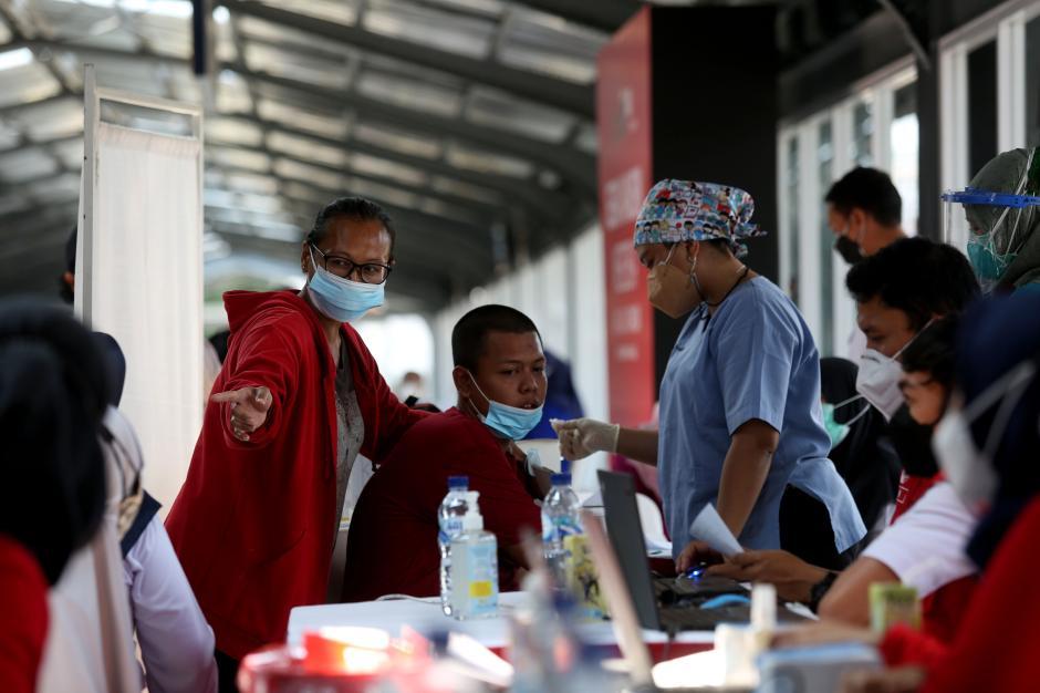 Percepatan Vaksinasi Covid-19 di Stasiun Jakarta Kota-2