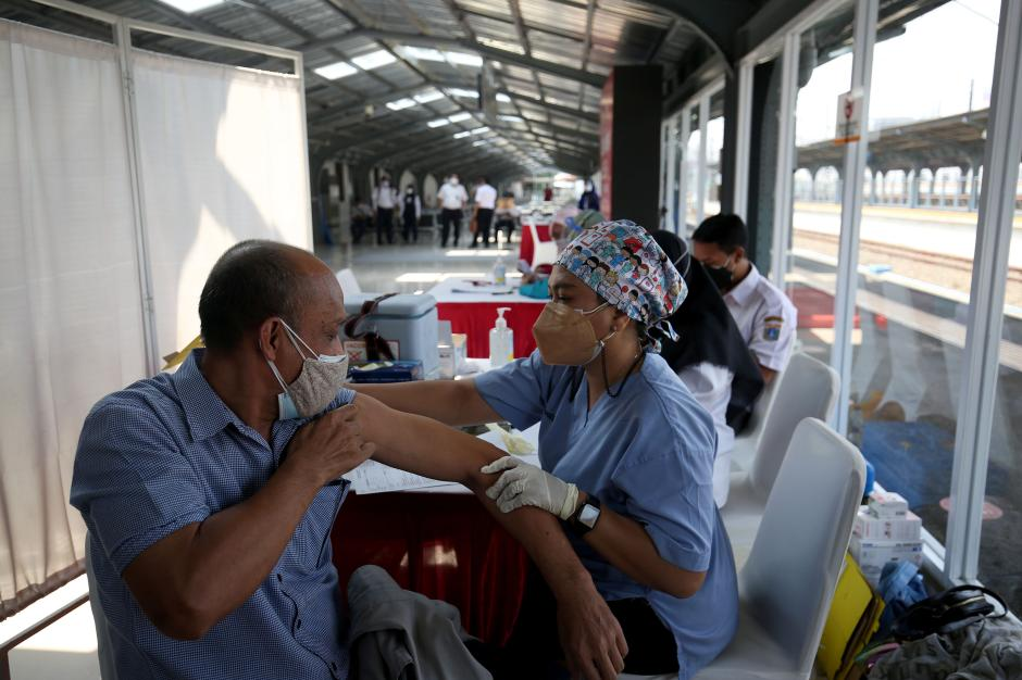 Percepatan Vaksinasi Covid-19 di Stasiun Jakarta Kota-4