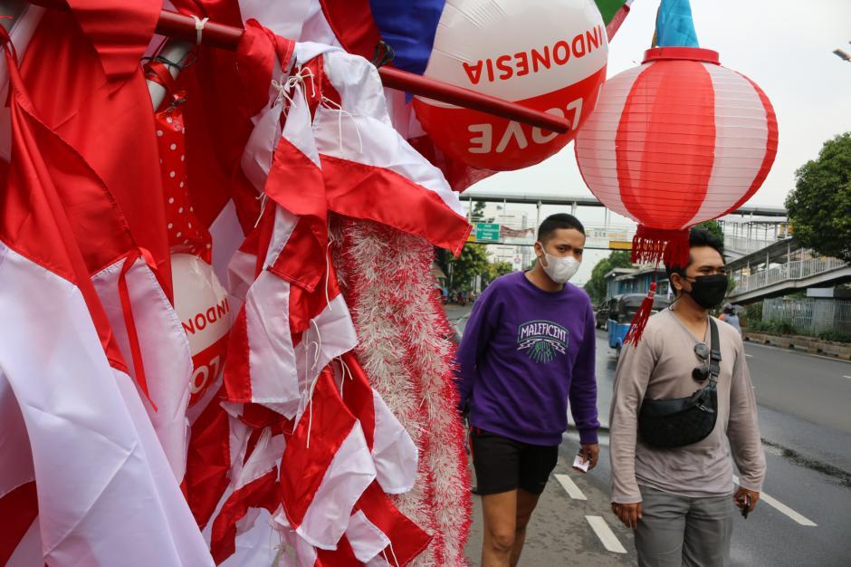 Jelang HUT RI, Pedagang Bendera Mulai Ramai di Jakarta-1