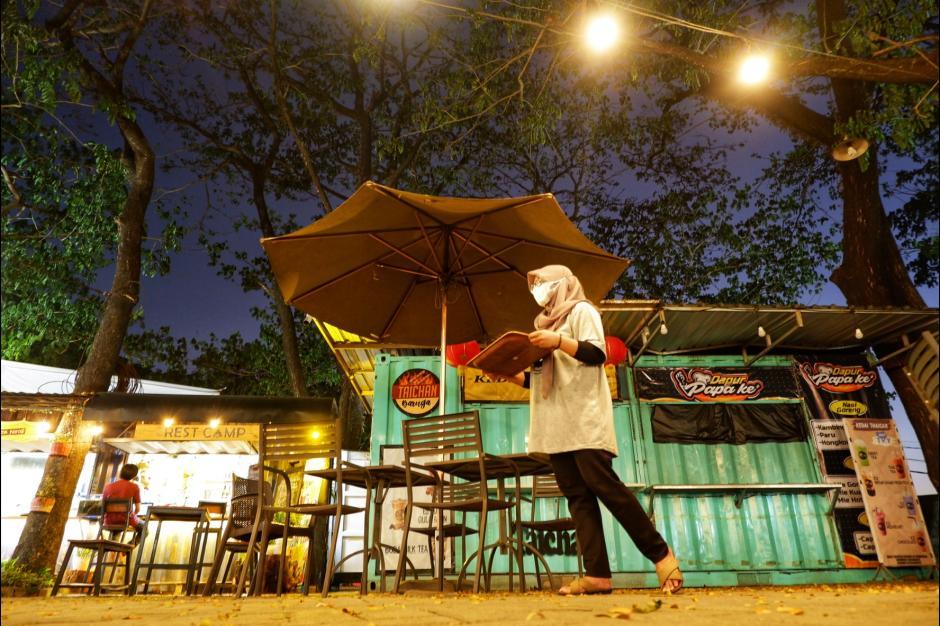 Terdampak Pandemi, Baruga Food Park Sepi Pengunjung-4
