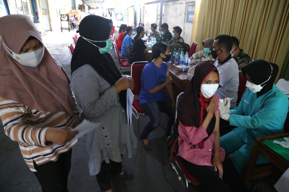 Ratusan Pekerja Industri SIER Disuntik Dosis Kedua Vaksin Covid-19-2