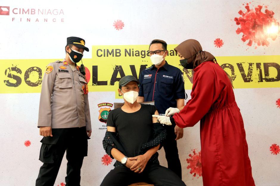 Sentra Vaksinasi Massal CIMB Niaga Finance di Jakarta-0