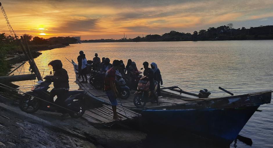 Perahu Penyeberangan di Sungai Jeneberang-1